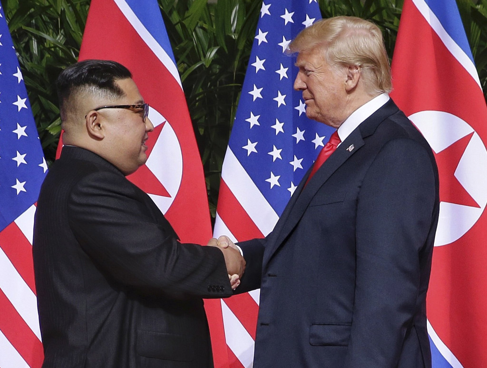 epa07011651 (FILE) - US President Donald J. Trump (R) and North Korean leader Kim Jong-un (L) shake hands at the start of a historic summit at the Capella Hotel on Sentosa Island, Singapore, 12 June 2018 (reissued 11 September 2018). North Korean leader Kim Jong-un has sent a letter to US President Donald Trump to propose a follow-up meeting to their Singapore summit that took place in June. EPA/KEVIN LIM / THE STRAITS TIMES / EDITORIAL USE ONLY EDITORIAL USE ONLY