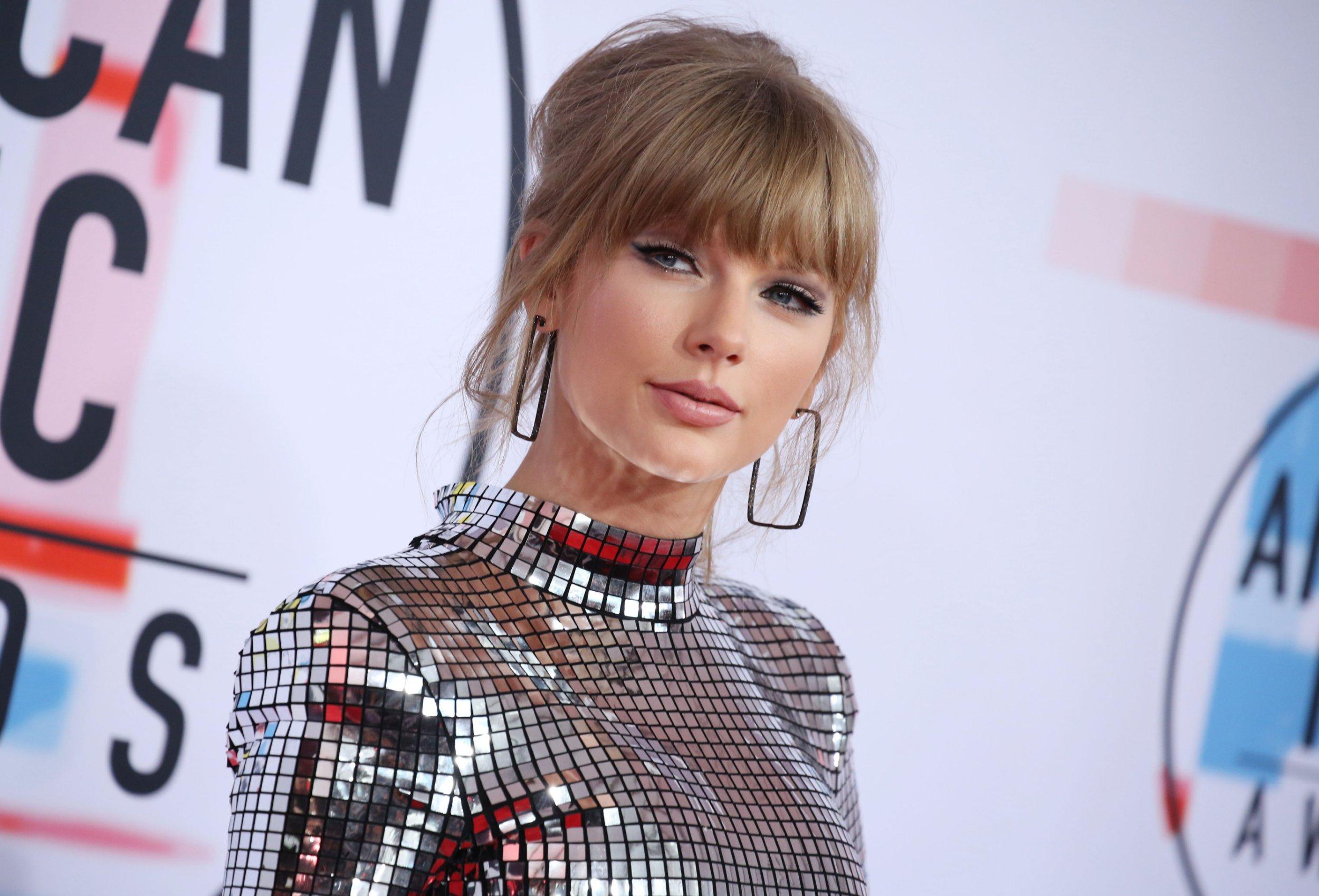 Mandatory Credit: Photo by Matt Baron/REX/Shutterstock (9919808ki) Taylor Swift American Music Awards, Arrivals, Los Angeles, USA - 09 Oct 2018
