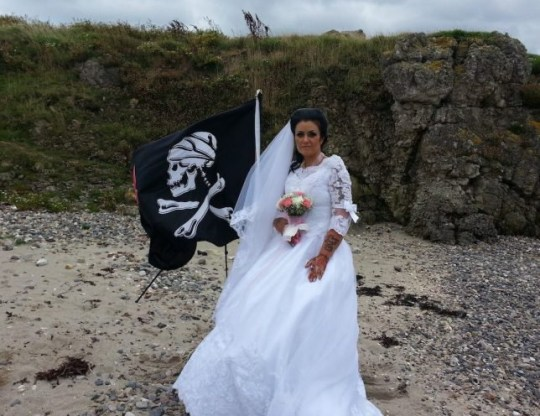 Woman divorces 300-year-old ghost Amanda and Jack Teague on their wedding day Read more: https://metro.co.uk/2018/01/14/woman-fed-dating-humans-says-married-ghost-7227981/?ito=cbshare Twitter: https://twitter.com/MetroUK | Facebook: https://www.facebook.com/MetroUK/ picture; Triangle News