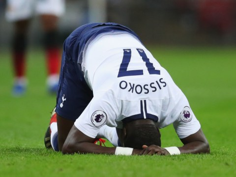 Moussa Sissoko suffers muscular injury in the first half of Spurs vs Manchester United