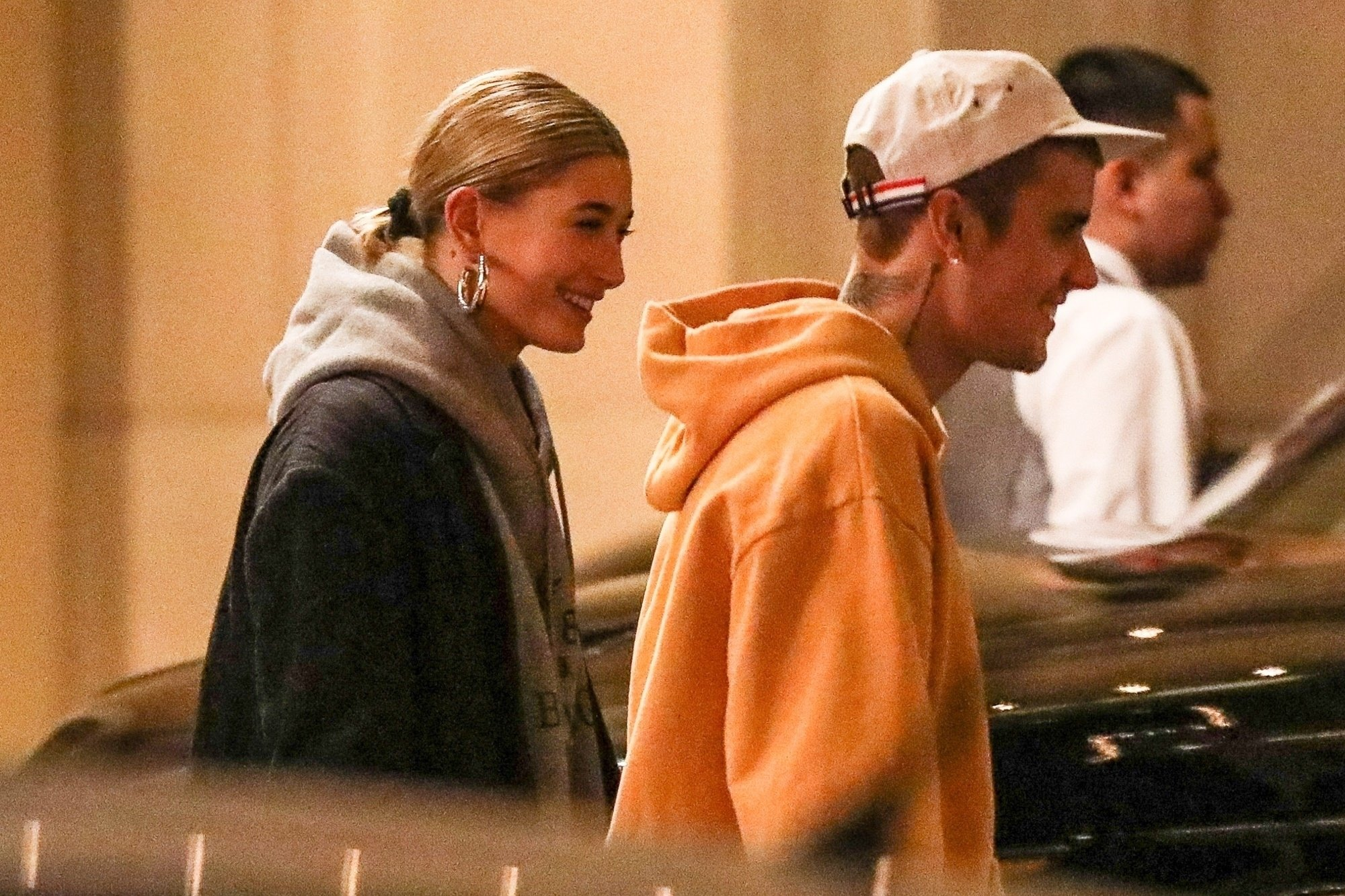 Beverly Hills, CA - *EXCLUSIVE* - Justin Bieber serenades wife Hailey Baldwin outside the Montage Hotel as the two headed out in Beverly Hills. Justin seems to be starting 2019 in a terrific mood, even posing for a few selfies with an older fan. Pictured: Justin Bieber, Hailey Baldwin BACKGRID USA 2 JANUARY 2019 USA: +1 310 798 9111 / usasales@backgrid.com UK: +44 208 344 2007 / uksales@backgrid.com *UK Clients - Pictures Containing Children Please Pixelate Face Prior To Publication*