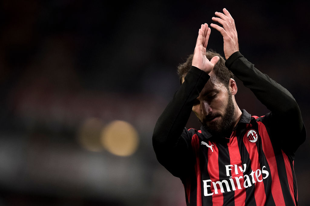 Gonzalo Higuain to arrive in London on Tuesday ahead of Chelsea transfer switch