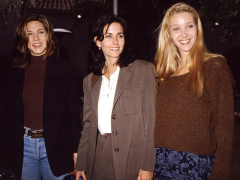 Lisa Kudrow wants the Friends cast to get together to celebrate the 25th anniversary and we completely agree