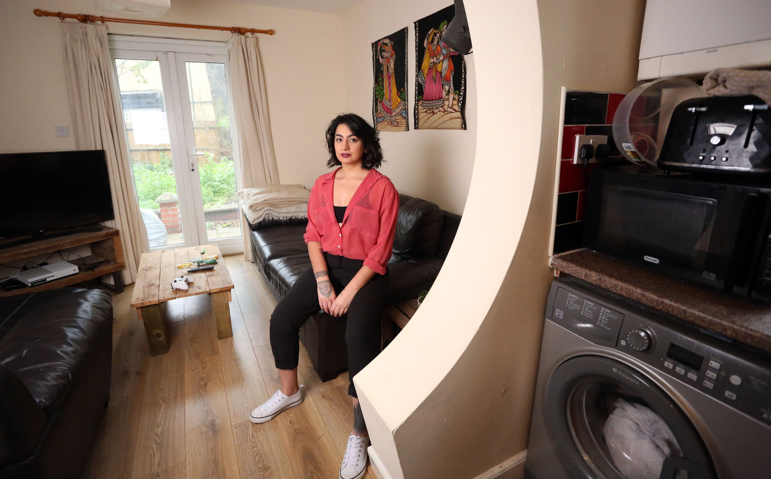 LONDON, UNITED KINGDOM, JANUARY 10TH 2019. WHAT I RENT: STOKE NEWINGTON Tenant Sharan Dhaliwal is pictured in the living room of the two-bedroomed flat she shares with flatmate Stevie in Stoke Newington, London, 10th January 2019. Sharan and Stevie pay GBP ?675 a month each, not including bills. Photo credit: Susannah Ireland