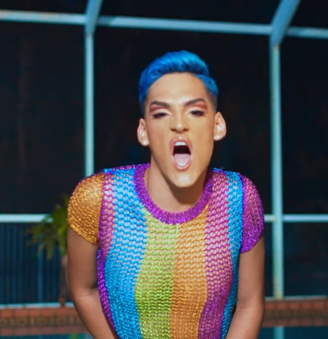 Diferente - Mike Duran ft Kevin Fret ( Video Oficial ) https://www.youtube.com/watch?v=K_CQrjLvDeA