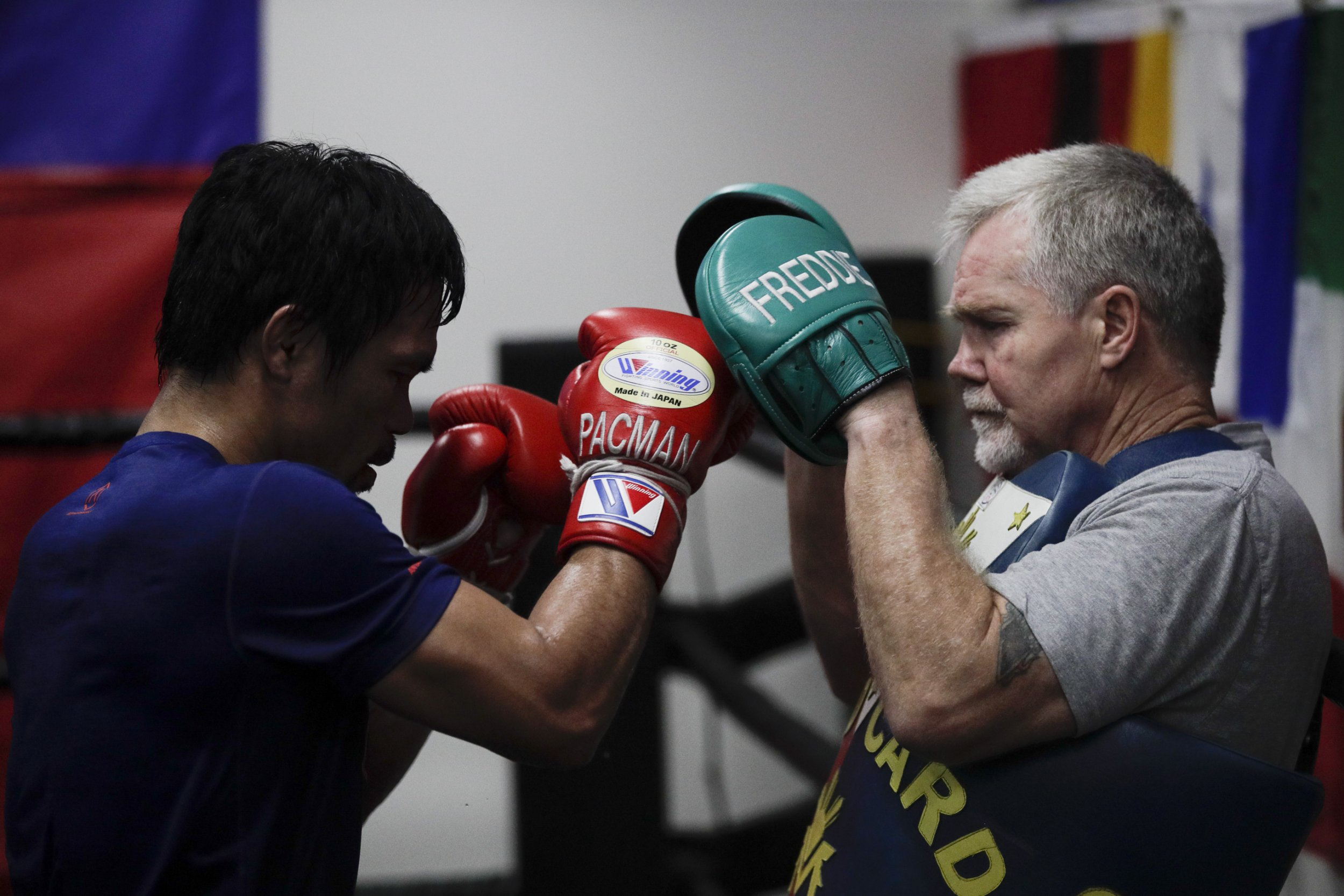 Freddie Roach backs Manny Pacquiao against Floyd Mayweather in potential rematch
