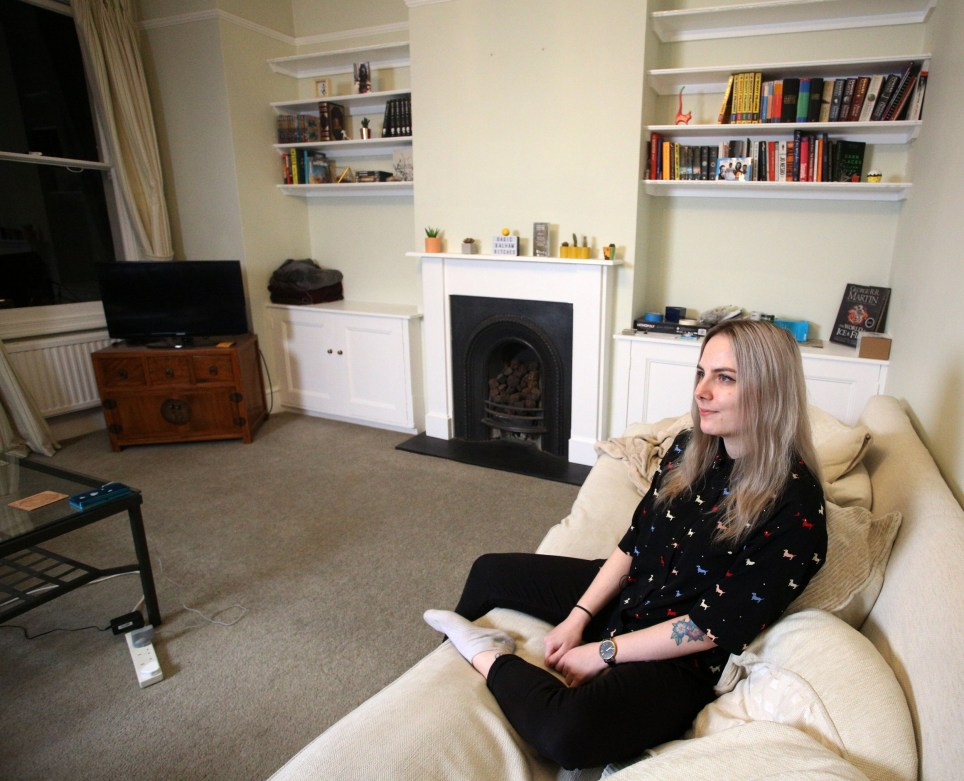 BALHAM, LONDON, UNITED KINGDOM, JANUARY 17TH 2019. WHAT I RENT: BALHAM Tenant Charlotte Mullin is pictured in the living room at her three-bedroomed flat in Balham, London, 17th January 2019. Charlotte and her boyfriend pay ?650 each, whilst her two other flatmates pay ?700 each, not including bills. Photo credit: Susannah Ireland
