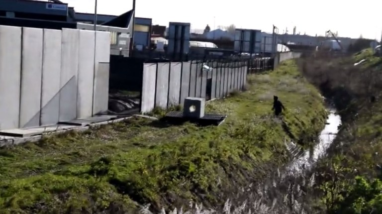NO PERMISSION - EDITORIAL CALL FRENCH authorities have ordered a 10 feet high wall to be built in Calais to stop migrants getting to Britain. The barrier has just gone up next to a Total petrol station in the French port that had become a magnet for people smugglers. http://www.nordlittoral.fr/117039/article/2019-01-17/la-station-total-marcel-doret-s-emmure