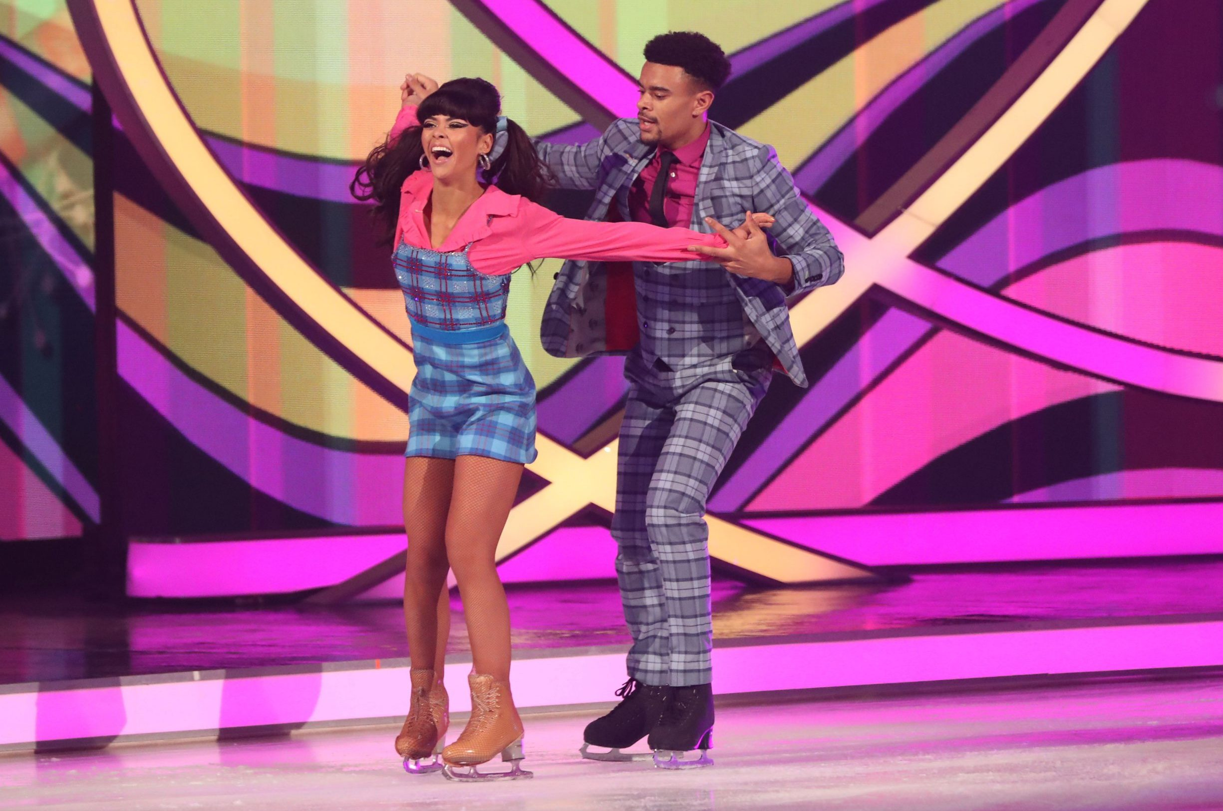 How old is Vanessa Bauer and who did she partner before Wes Nelson on Dancing On Ice?
