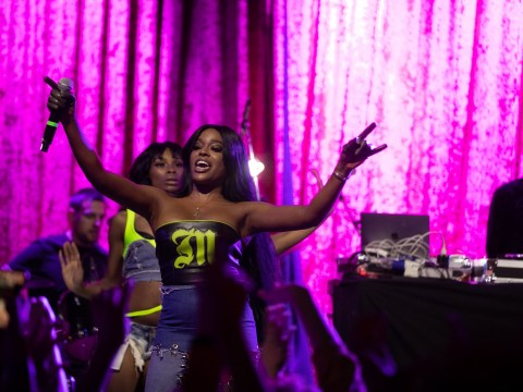 Azealia Banks dedicates Dublin gig to 'beautiful Irish women' after branding airline staff 'ugly'