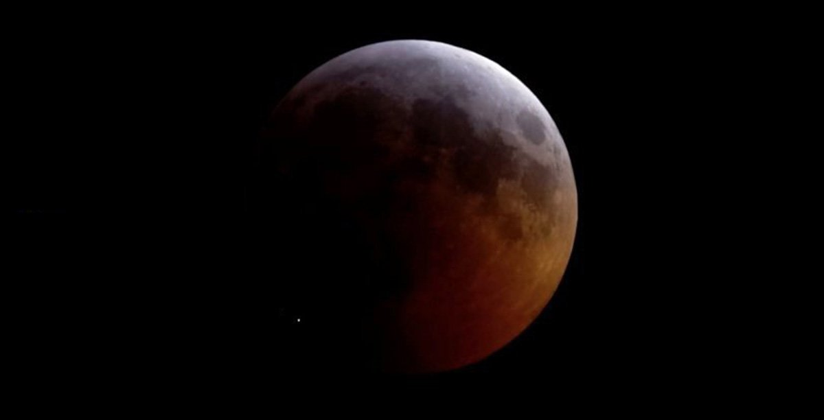 A meteoroid smashed into the moon during the eclipse and it was epic http://griffithobservatory.org/