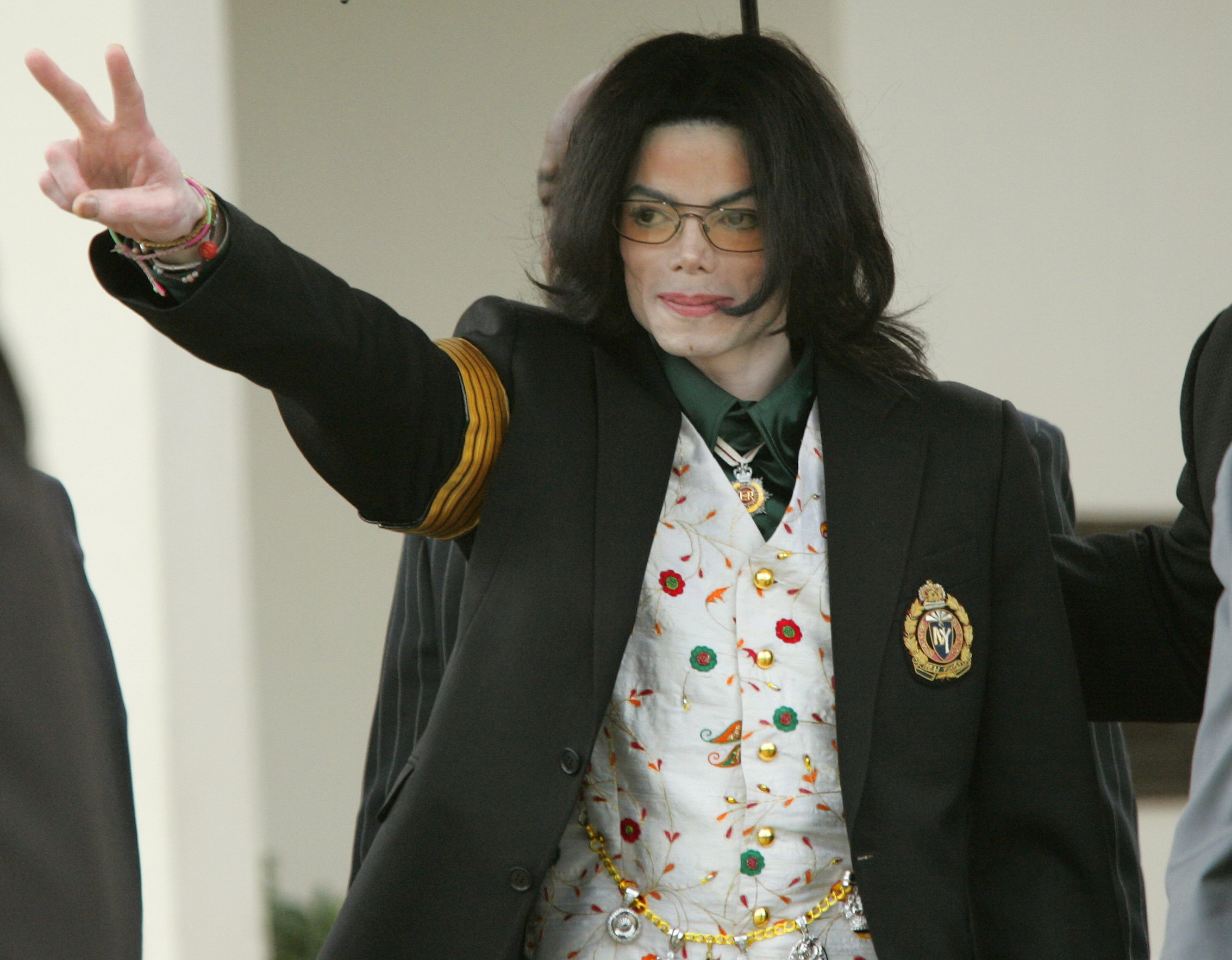 Pop singer Michael Jackson gestures as he leaves the Santa Barbara County Courts for the third day of his child molestation trial. The entertainer faces ten counts of felony molestation of a male minor at his Neverland Ranch. (Photo by Kimberly White/Corbis via Getty Images)