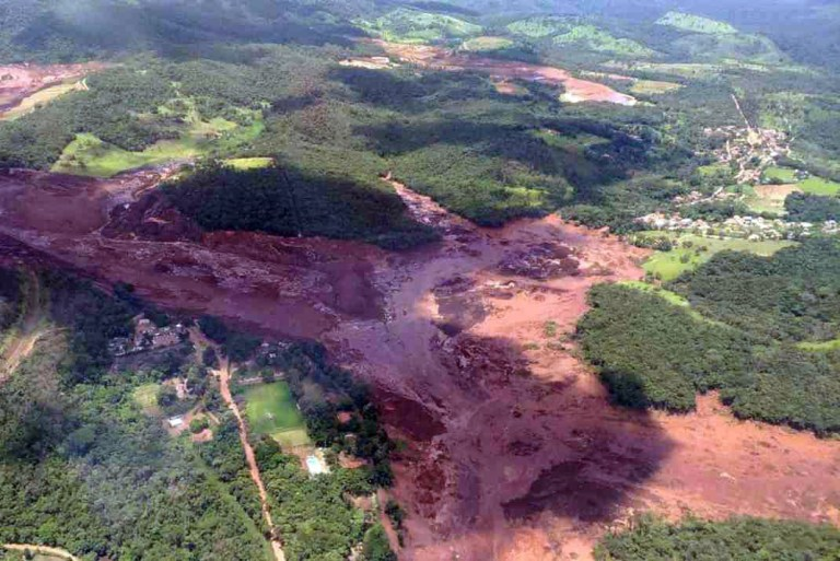 epa07319598 A handout photo made available by the fire brigade of Minas Gerais shows the disaster caused by the breakage of a dam containing mineral waste from the Vale company, the world's largest iron producer, in Brumadinho, municipality of Minas Gerais, Brazil, 25 January 2019. Some 200 people may be missing after one of Vale's dams broke and a river of mud destroyed houses near a neighboring town, but authorities have not confirmed until now if the spill caused fatalities. EPA/Fire Bigade Minas Gerais / HANDOUT EDITORIAL USE ONLY/NO SALES/BEST QUALITY AVAILABLE HANDOUT EDITORIAL USE ONLY/NO SALES