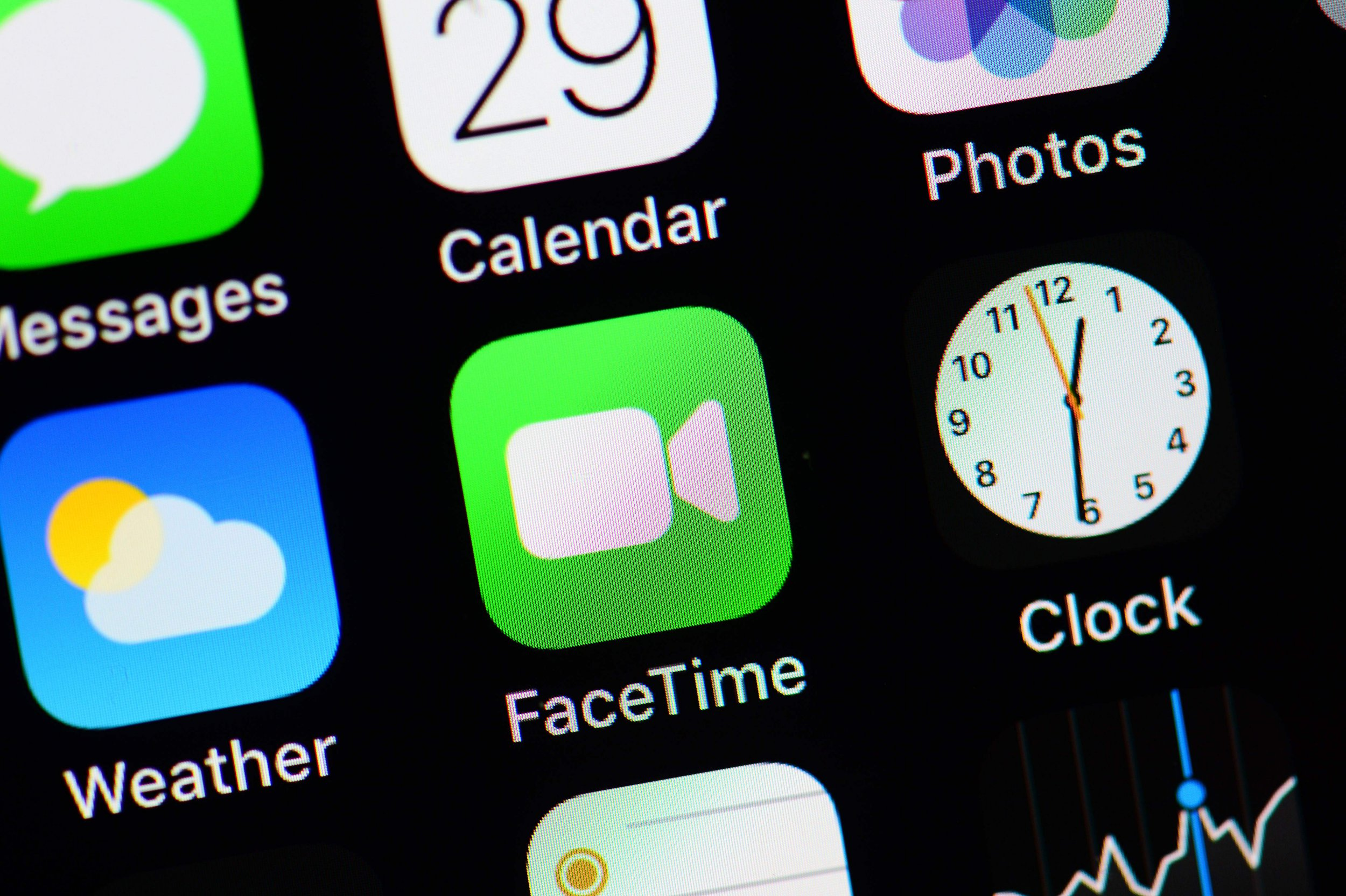 Update your iPhone now to fix the FaceTime security flaw