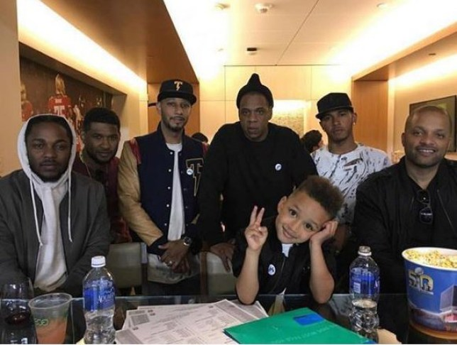 METRO GRAB INSTA Lewis Hamilton hangs out with Jay Z, Kendrick Lamar, Usher etc https://www.instagram.com/p/BtN_KwEgFWH/