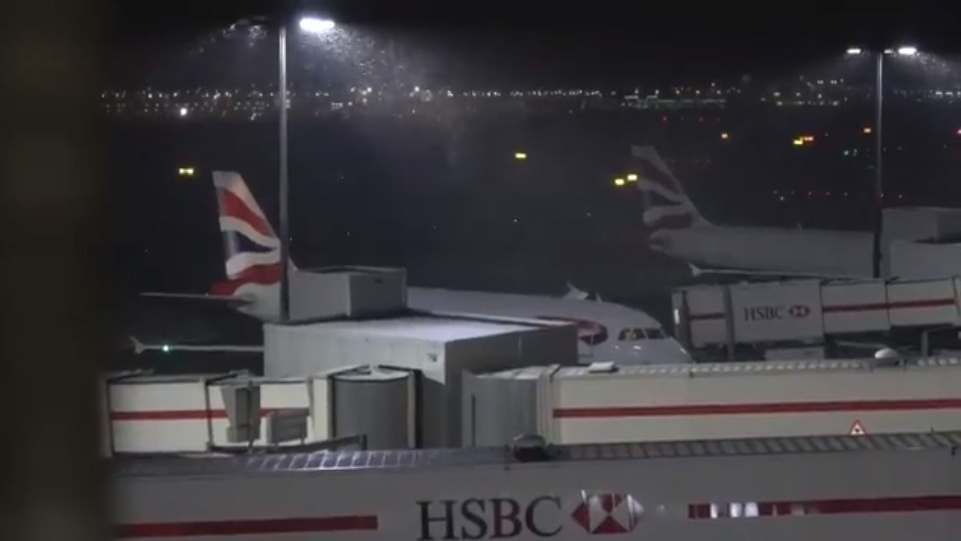 Snow hits Heathrow Airport, London. The start of what is expected to be a big snowfall in Southern England this evening, with snow falling at Heathrow Airport.