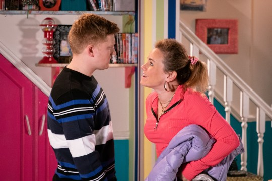 Gemma and Chesney argue in Coronation Street