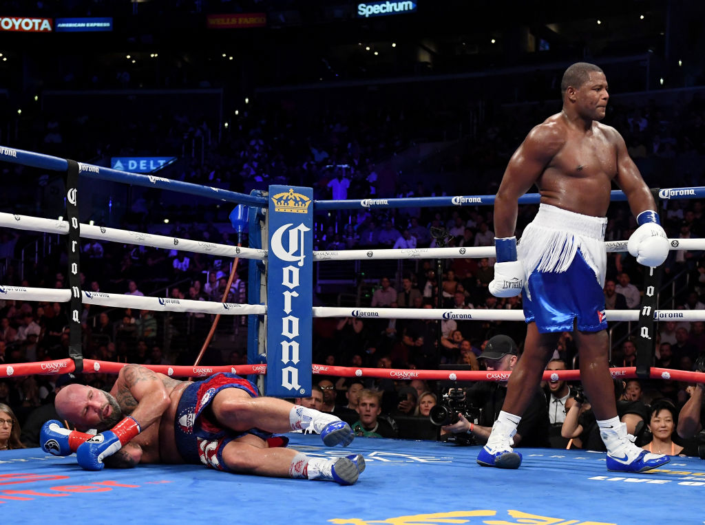 Luis Ortiz walks off after knocking down his opponent