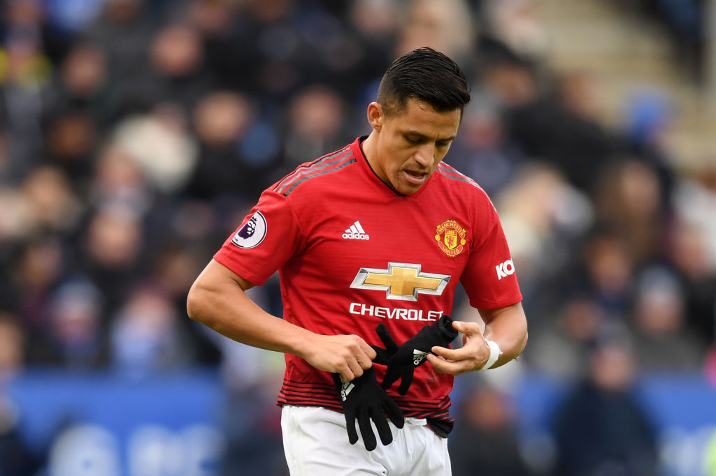 Ole Gunnar Solskjaer sends message to Alexis Sanchez after substitution in Leicester City win