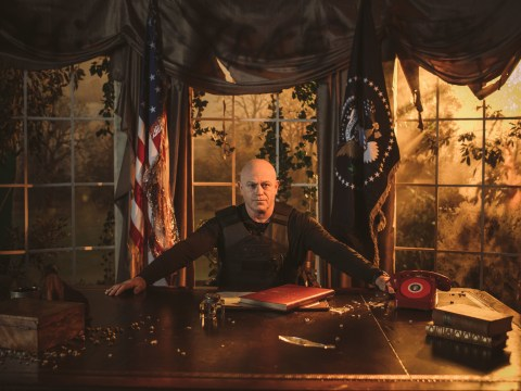 Watch Ross Kemp deliver a dramatic retelling of The Division 2 stories from an apocalyptic Oval Office