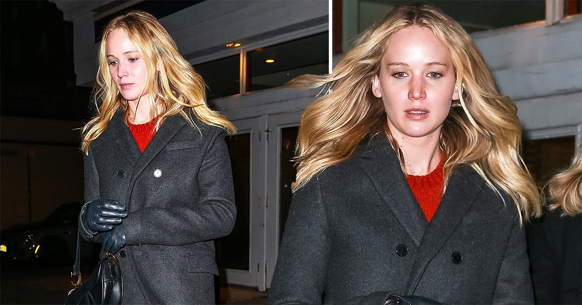 Jennifer Lawrence isn't about to give us a peek of her engagement ring as she covers up with gloves