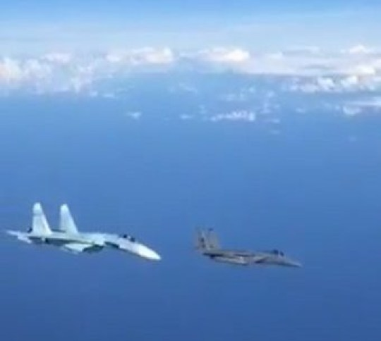 UNCLEARED GRABS A #Russian Air Force pilot has released this video showing how a #RuAF Su-27P (from 72nd Guards AvB) dangerously banked in front of a #USAF's F-15C of 493rd Fighter Squadron while it was patrolling over #Baltic Sea as a part of #NATO Baltic Air-policing mission.