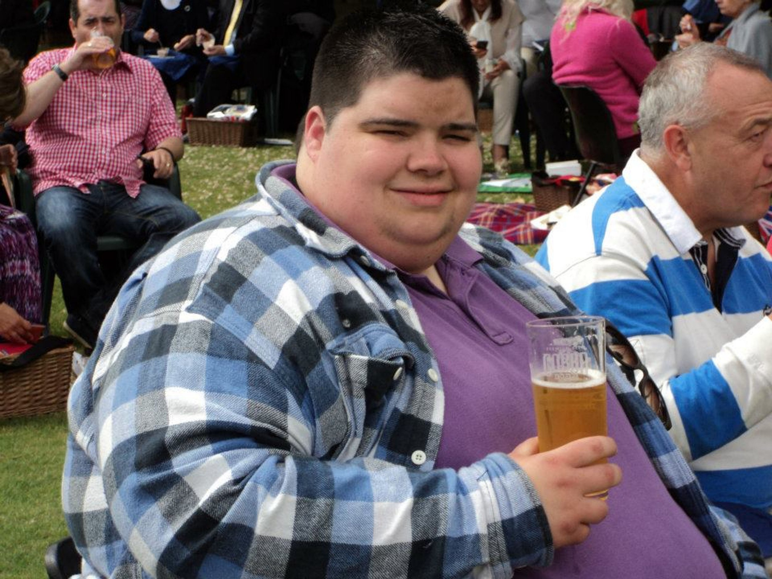 A man has lost an incredible 24-and-a-half stone to turn his life around. Dan Howie, from Chaddesden, Derbyshire, has lost more than half his body weight since 2013, when he weighed 42-and-a-half stone, and was struggling to cope both physically and mentally. Day-to-day tasks most take for granted were a struggle for Dan, who had to buy two seats on planes, couldn't fit through the turnstiles at Pride Park, and was turned away from rollercoasters, all because of his size.