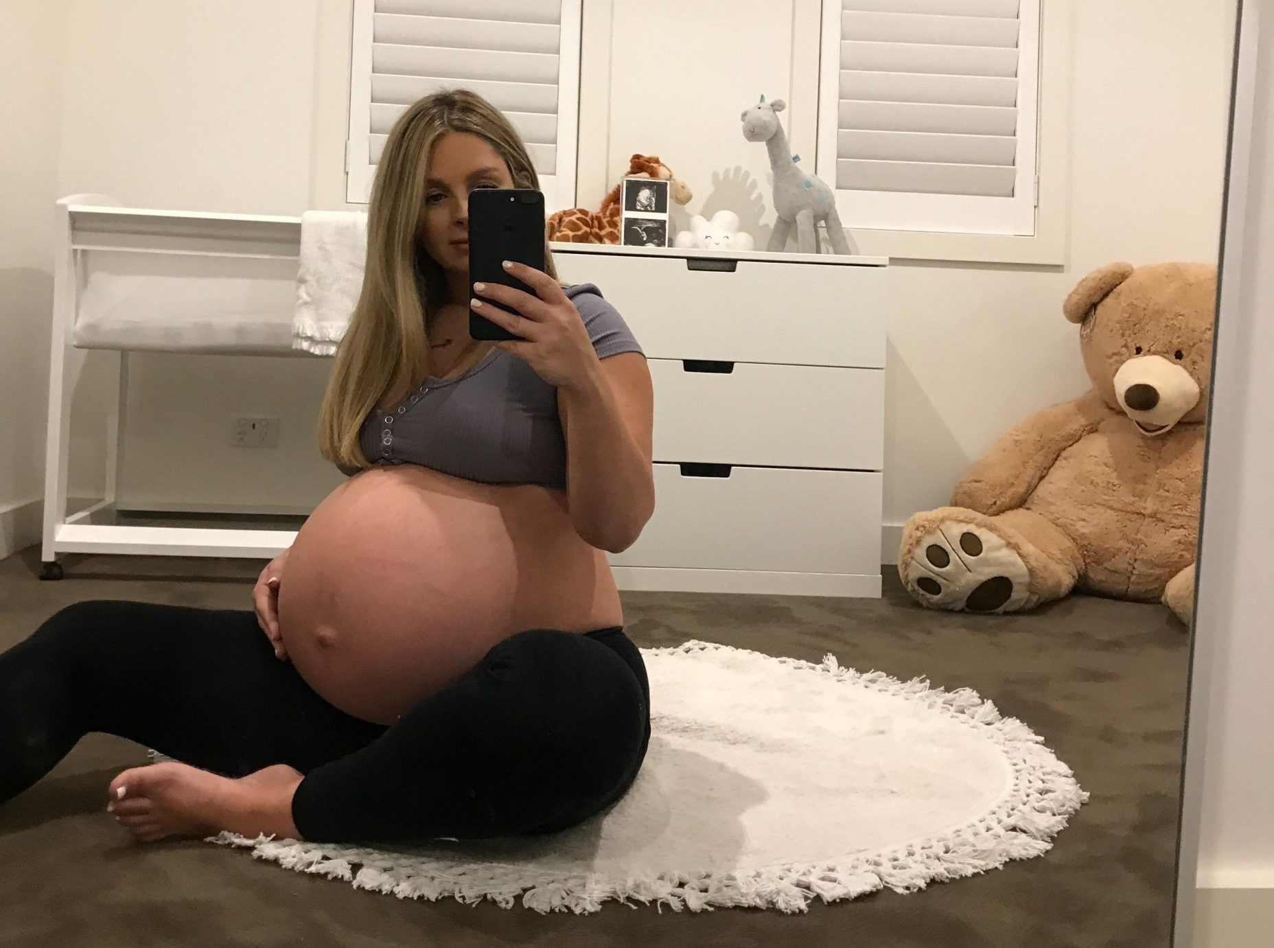MELBOURNE, AUSTRALIA: THIS STUNNING WOMAN was trolled and bullied for the size of her PREGNANCY BUMP, as people told her it was GROSS, and she must be expecting a HORSE. Personal assistant Elisha Bakes (30) from Melbourne, Australia recently welcomed her second son, Kaelen in January 2019. However, she felt a constant scrutiny for the shape and size of her pregnancy bump which frequently came under fire. Elisha, who already has a son, Kyson (21 months) with her partner Tane, experienced negative comments about her pregnancy starting when she was just 14 weeks along. Elisha shared a photo with her Instagram followers to announce her pregnancy at 14 weeks, and people told her that she must have got her dates wrong because she looked much further along. Whenever she received comments, Elisha would explain that she is only five-foot-three-inches tall, while her partner is six-foot-three-inches tall. Naturally, this would likely cause a bump which looked large in proportion to Elisha???s small frame. People continued to criticise the size of Elisha???s bump, even telling her that she was eating too much and assuming her diet was unhealthy as they thought her bump was far too large. As her pregnancy progressed, as much as she wanted to relish being pregnant again and embrace her changing body, the comments only became worse as people told Elisha she looked as if she was expecting 78 babies, that she was expecting a horse, or it must have been triplets, with some even calling it ???gross???. MDWfeatures / Elisha Bakes