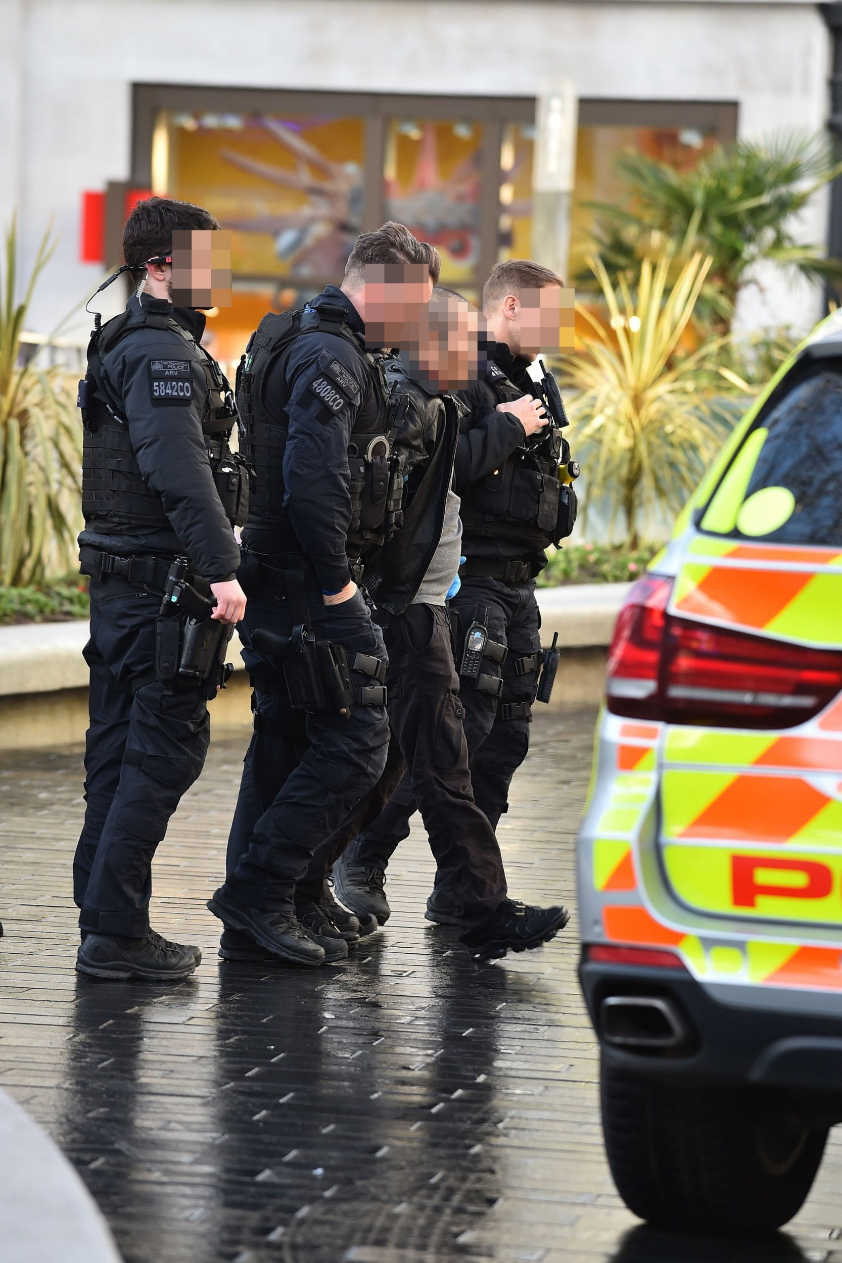 BGUK_1490786 - London, UNITED KINGDOM - Armed Police respond to a report of a man with a gun in Leicester Square this morning & detain a male and police recover a firearm. the male was then taken away from the scene in a Police van. Pictured: Police BACKGRID UK 19 FEBRUARY 2019 BYLINE MUST READ: RUSHEN / BACKGRID UK: +44 208 344 2007 / uksales@backgrid.com USA: +1 310 798 9111 / usasales@backgrid.com *UK Clients - Pictures Containing Children Please Pixelate Face Prior To Publication*