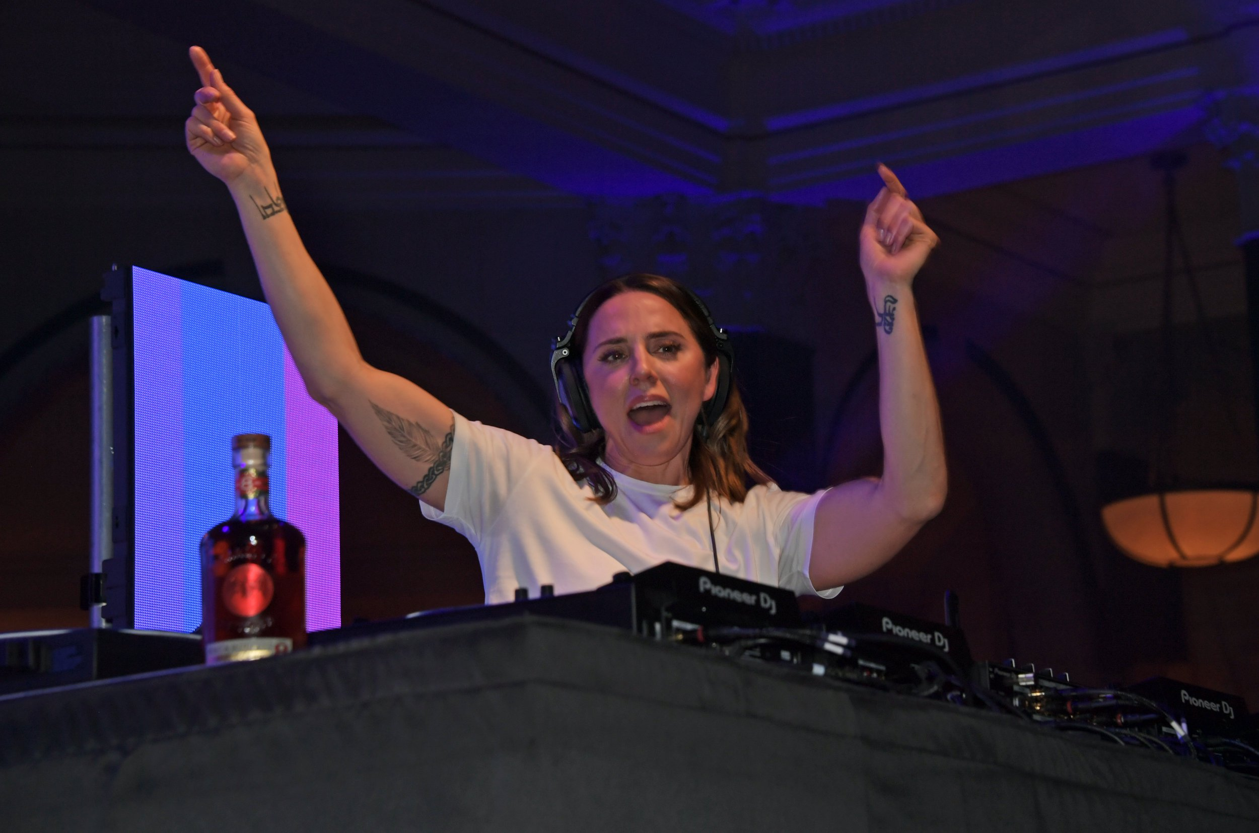 Mel C recreates Who Do You Think You Are dance routine at Brits after-party and it's iconic