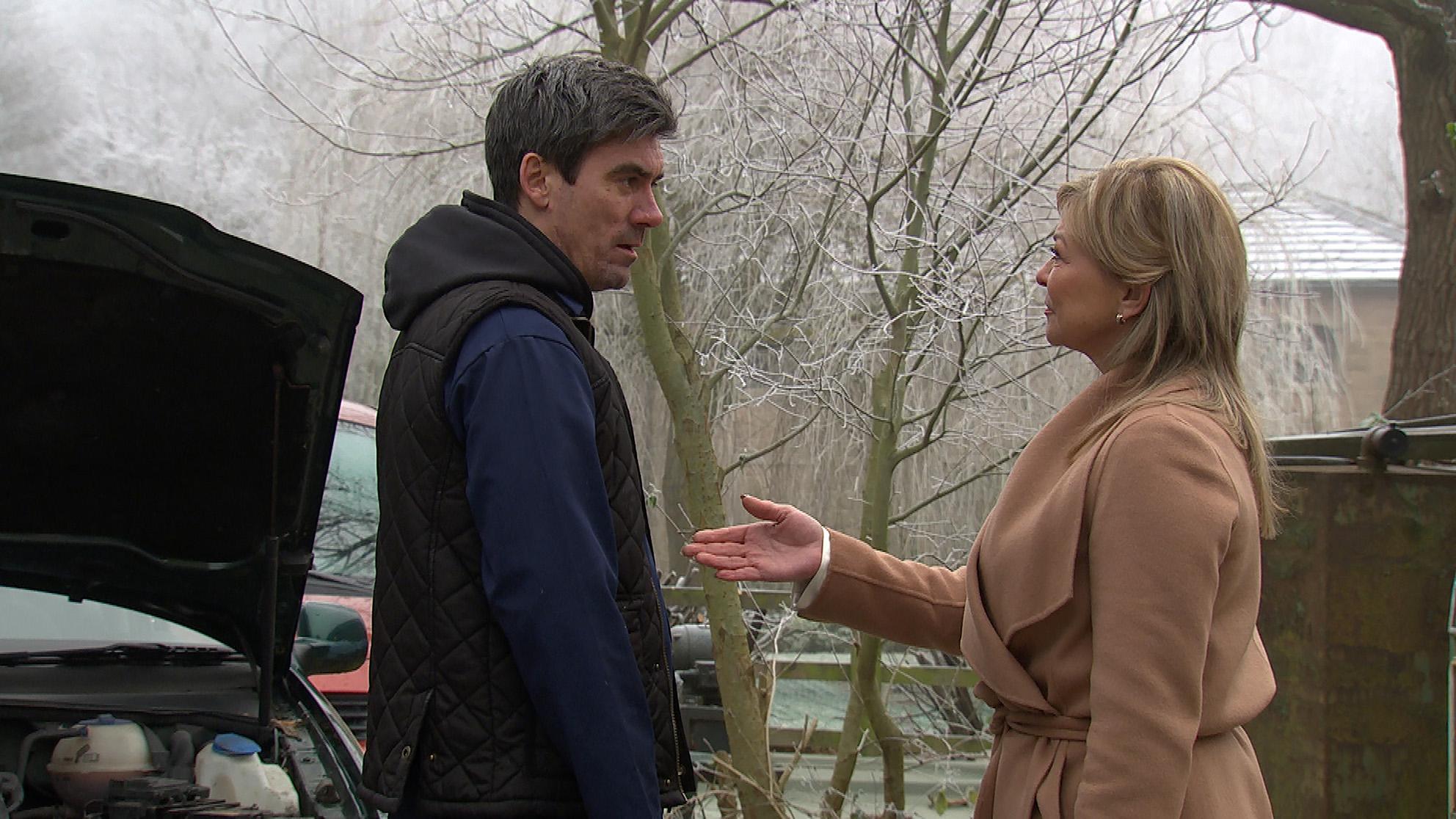 Kim threatens Cain in Emmerdale