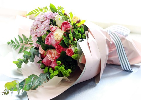 How to get Mother's Day Flowers delivered on Sunday in the UK 2019