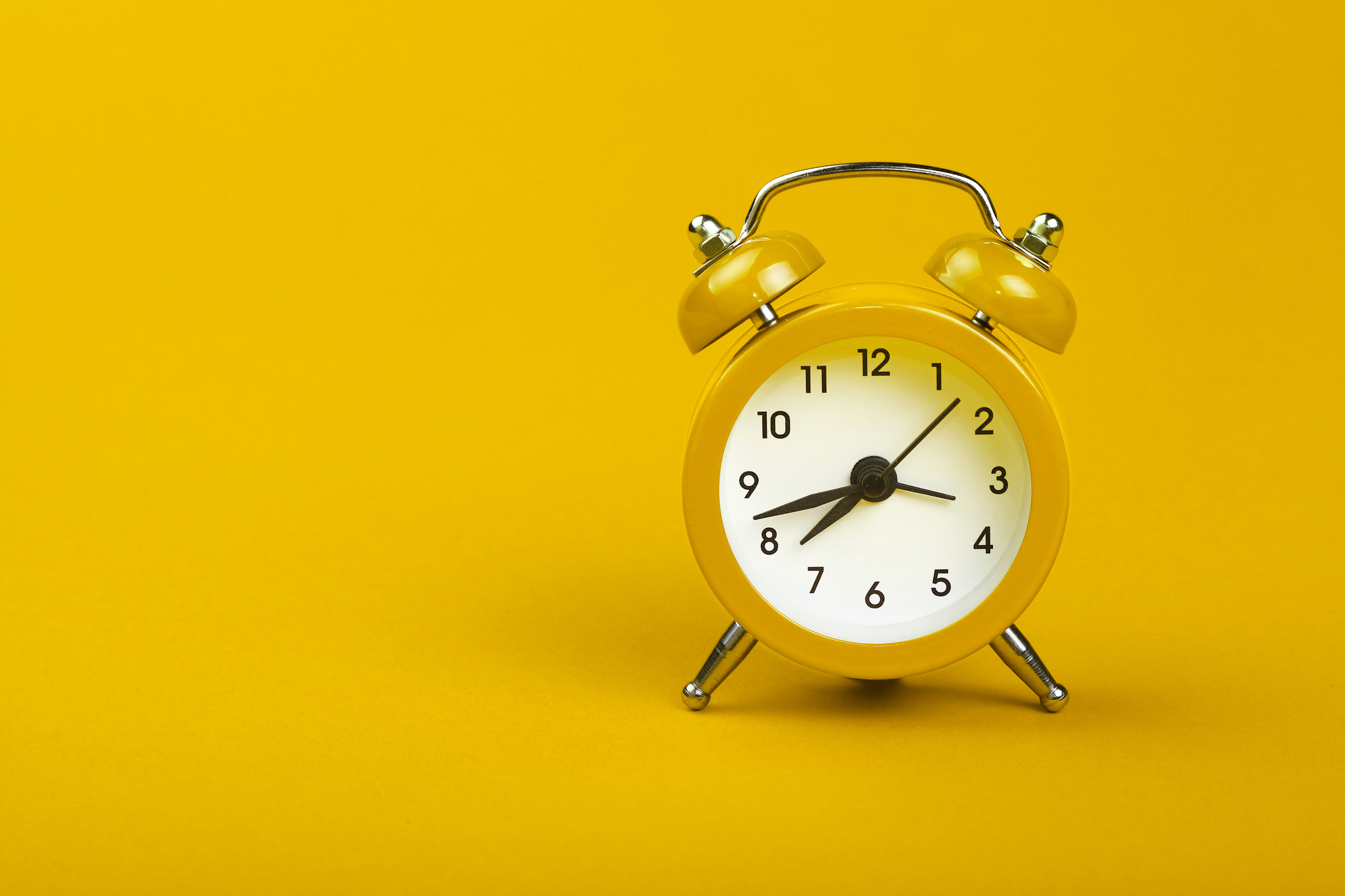 What time do the clocks change on Sunday morning and do we lose an hour or gain an hour?
