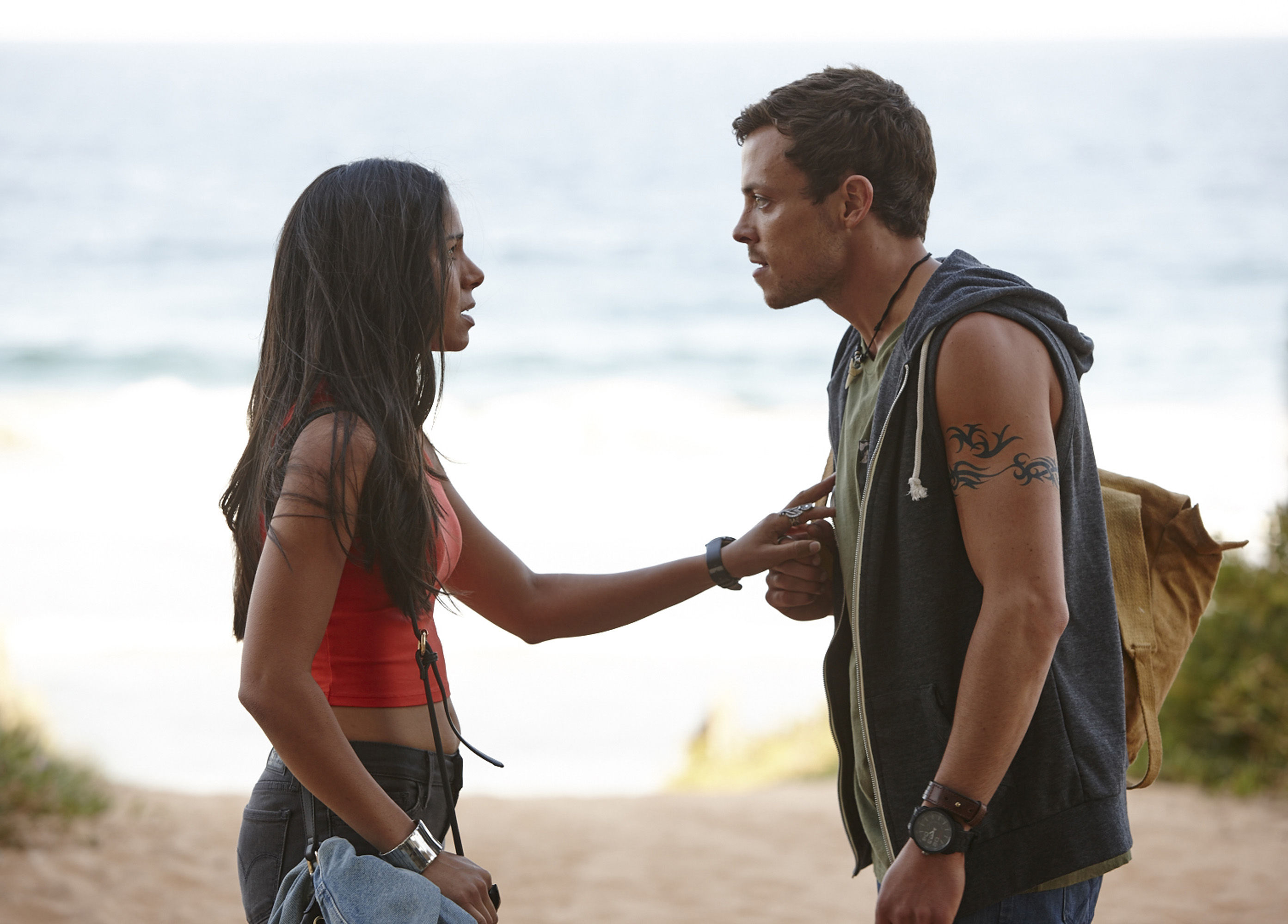 Home and Away spoilers: Willow gets naked and hides in Dean's van