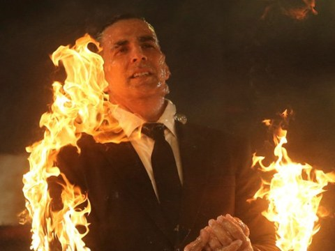 Akshay Kumar's wife threatens to kill him as he sets himself on fire for The End
