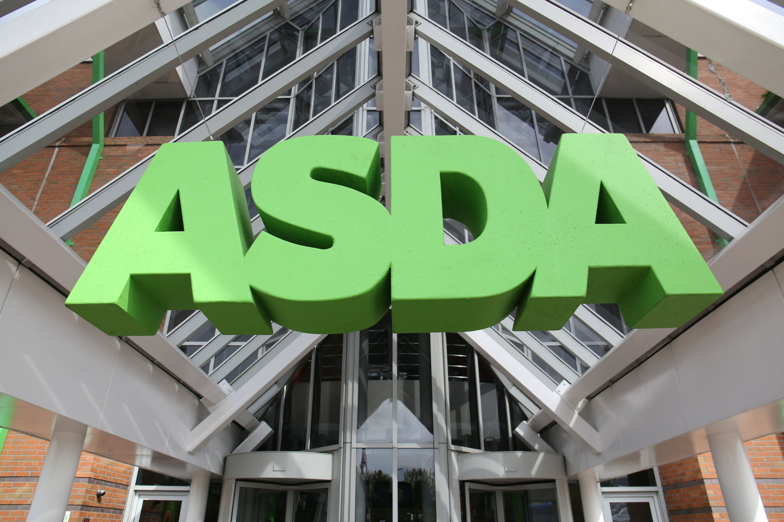 File photo dated 01/05/15 of an Asda sign. Supermarket Asda is set to find out the latest ruling in a legal battle by its staff over equal pay. PRESS ASSOCIATION Photo. Issue date: Thursday January 31, 2019. The retail giant is challenging an Employment Appeal Tribunal (EAT) decision that jobs in Asda stores are comparable to those in the firm?s distribution centres. See PA story COURTS Asda. Photo credit should read: Chris Radburn/PA Wire