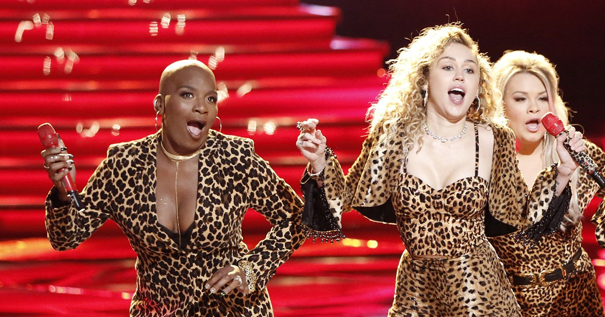 """THE VOICE -- """"Live Top 11"""" Episode 1318B -- Pictured: (l-r) Janice Freeman, Miley Cyrus, Ashland Craft, Brooke Simpson -- (Photo by: Tyler Golden/NBC/NBCU Photo Bank via Getty Images)"""