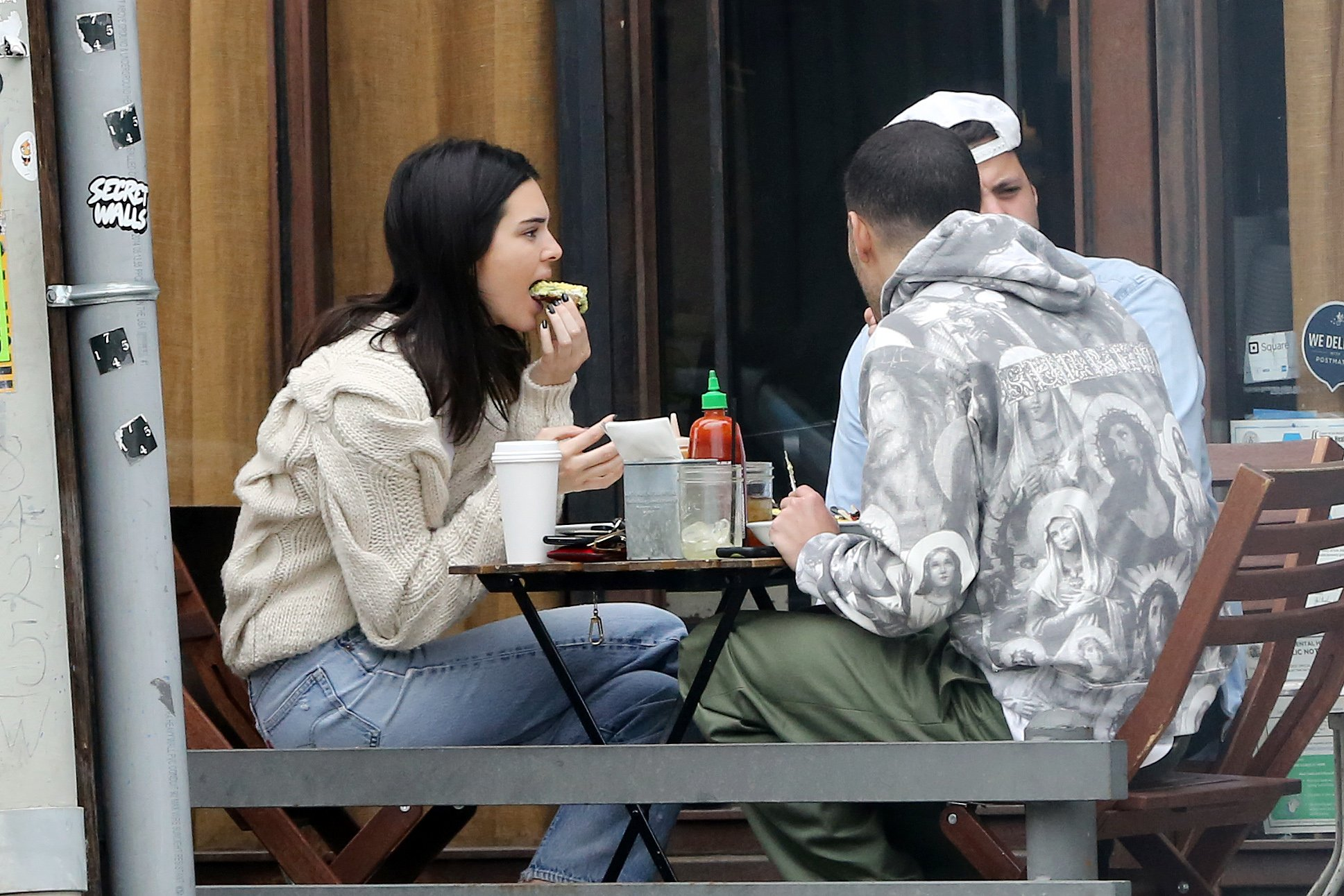 EXCLUSIVE: Model Kendall Jenner stuffs her face as she enjoys lunch with friends on Melrose Place. 05 Mar 2019 Pictured: Kendall Jenner. Photo credit: Rachpoot/MEGA TheMegaAgency.com +1 888 505 6342 (Mega Agency TagID: MEGA375081_030.jpg) [Photo via Mega Agency]