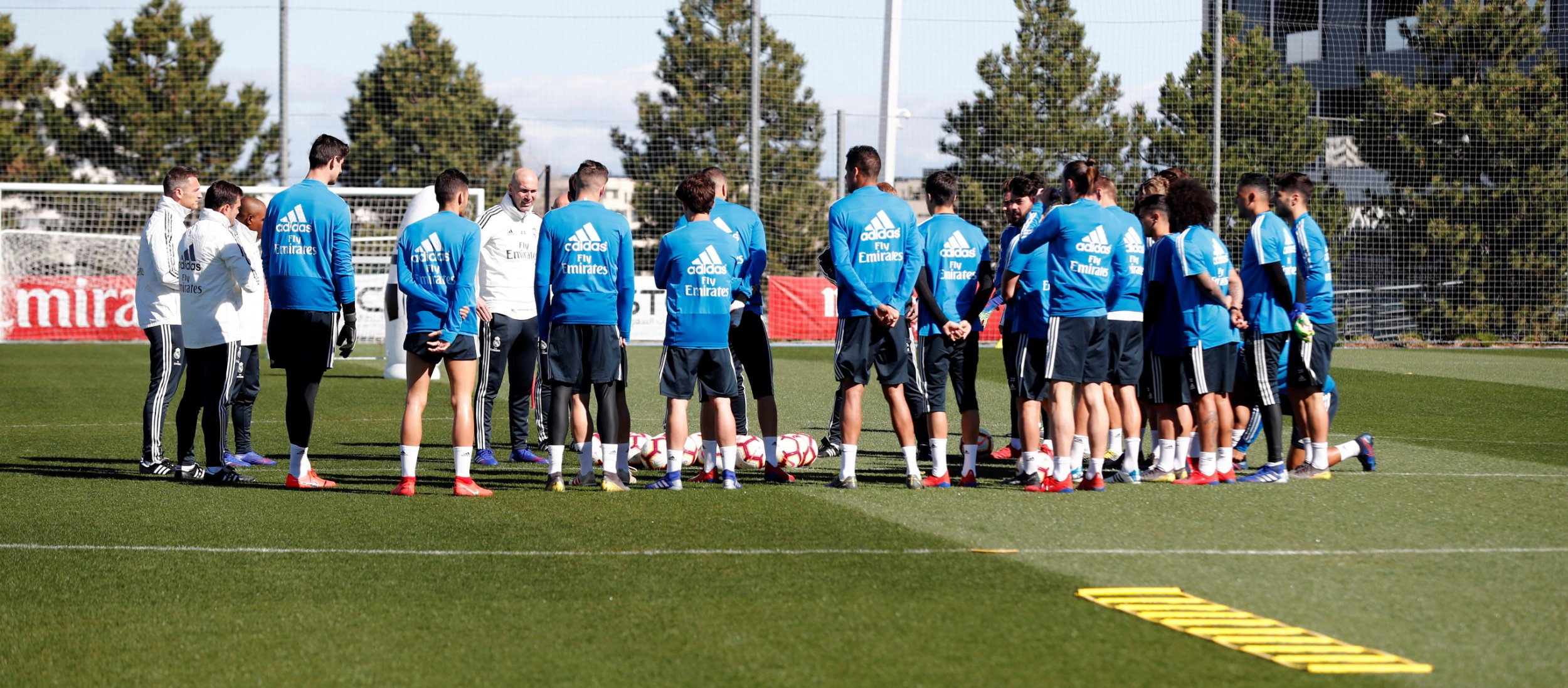 epa07433723 A handout photo made available by Real Madrid of Real Madrid's new head coach Zinedine Zidane (6-L) leading his first training session after his appointment at Valdebebas sport complex, outside Madrid, Spain, 13 March 2019. EPA/REAL MADRID HANDOUT HANDOUT EDITORIAL USE ONLY/NO SALES