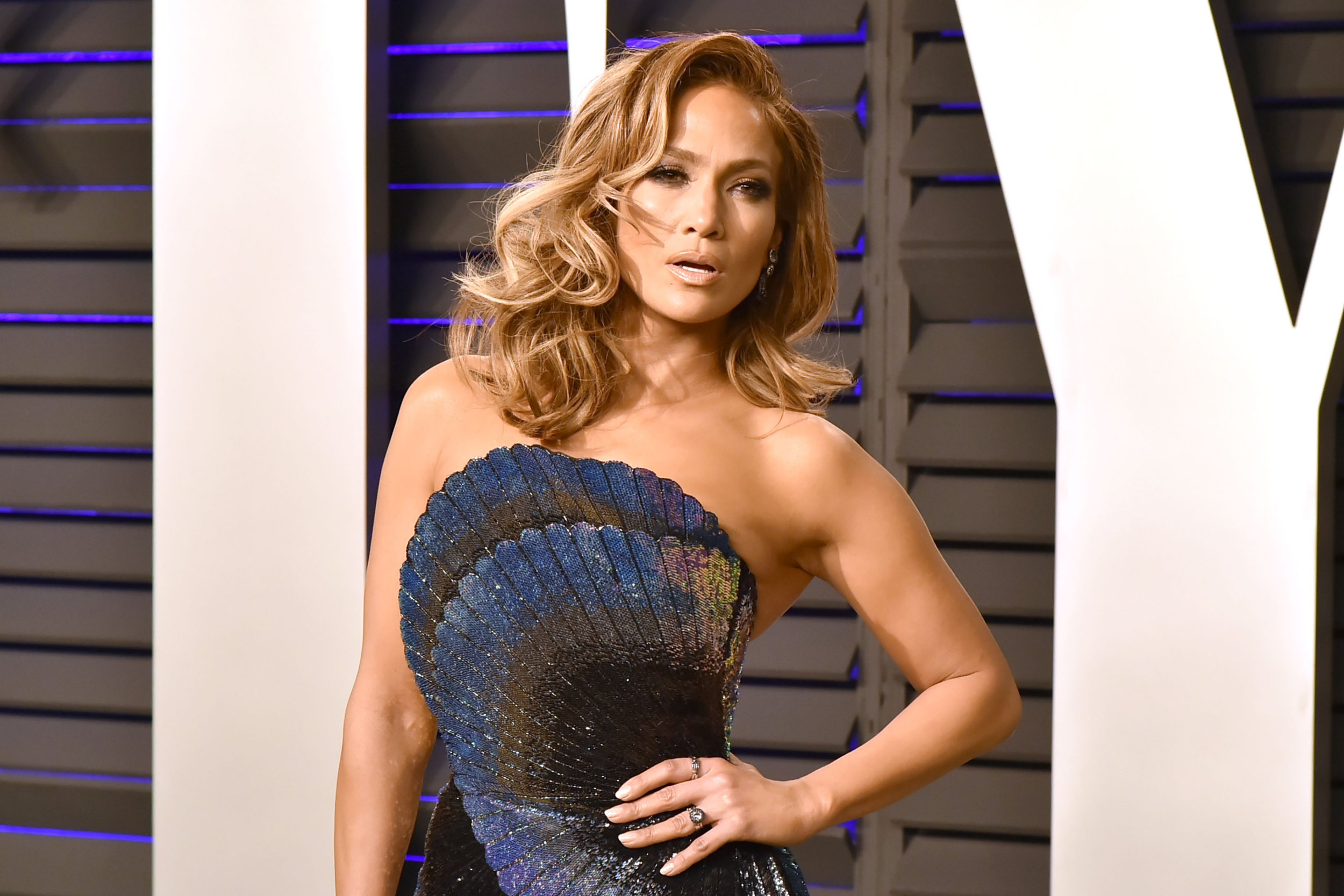 BEVERLY HILLS, CALIFORNIA - FEBRUARY 24: Jennifer Lopez attends the 2019 Vanity Fair Oscar Party at Wallis Annenberg Center for the Performing Arts on February 24, 2019 in Beverly Hills, California. (Photo by David Crotty/Patrick McMullan via Getty Images)
