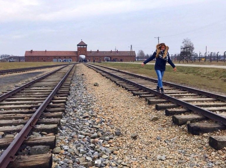 METRO GRAB - Former Nazi death camp pleads with visitors to stop taking disrespectful selfies From @AuschwitzMuseum/Twitter