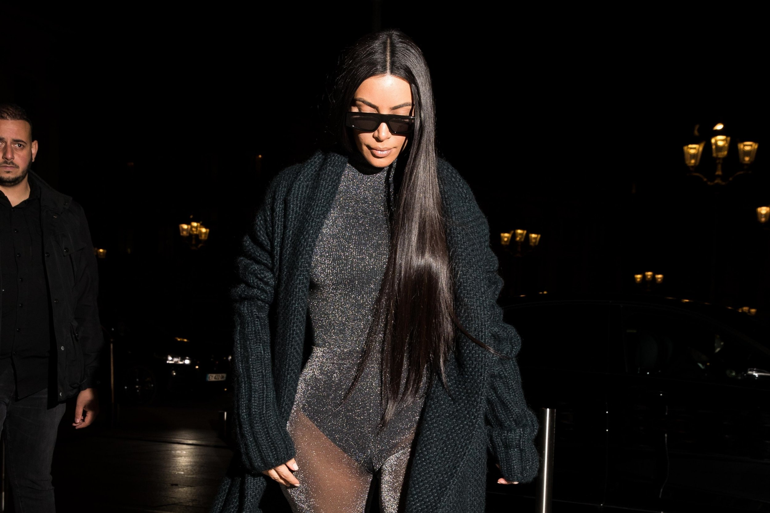 BGUK_1528028 - ** RIGHTS: ONLY UNITED KINGDOM ** Paris, FRANCE - Kim Kardashian returns to the Ritz Hotel after dinner at the Ferdi restaurant in Paris, France Pictured: Kim Kardashian BACKGRID UK 25 MARCH 2019 BYLINE MUST READ: BEST IMAGE / BACKGRID UK: +44 208 344 2007 / uksales@backgrid.com USA: +1 310 798 9111 / usasales@backgrid.com *UK Clients - Pictures Containing Children Please Pixelate Face Prior To Publication*