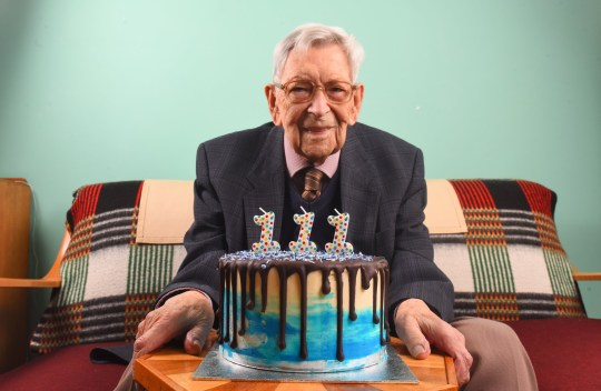 England's Oldest Man Turns 111 And Shares Secret To His Longevity ile ilgili görsel sonucu