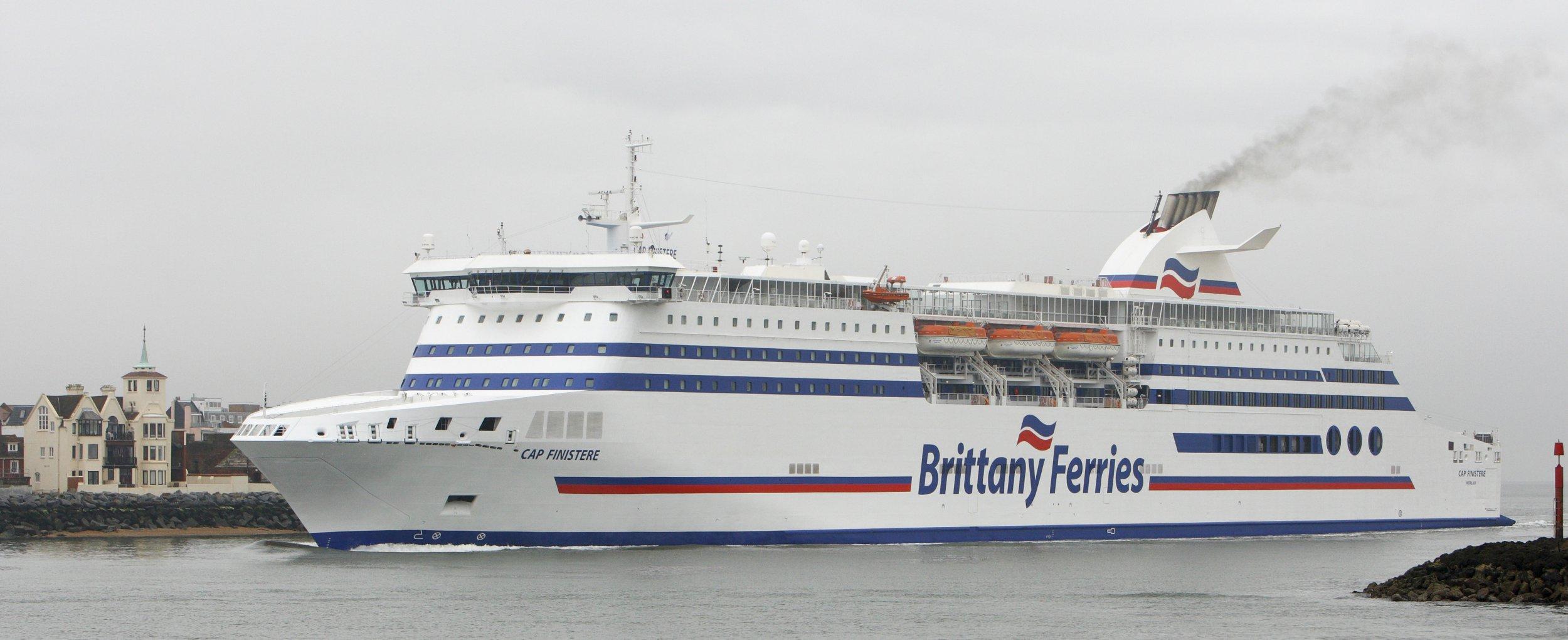 No-deal ferry crossings get underway despite Brexit delay