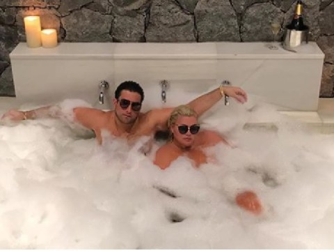 Gemma Collins and James Argent are so extra in giant bath complete with champagne and bubbles