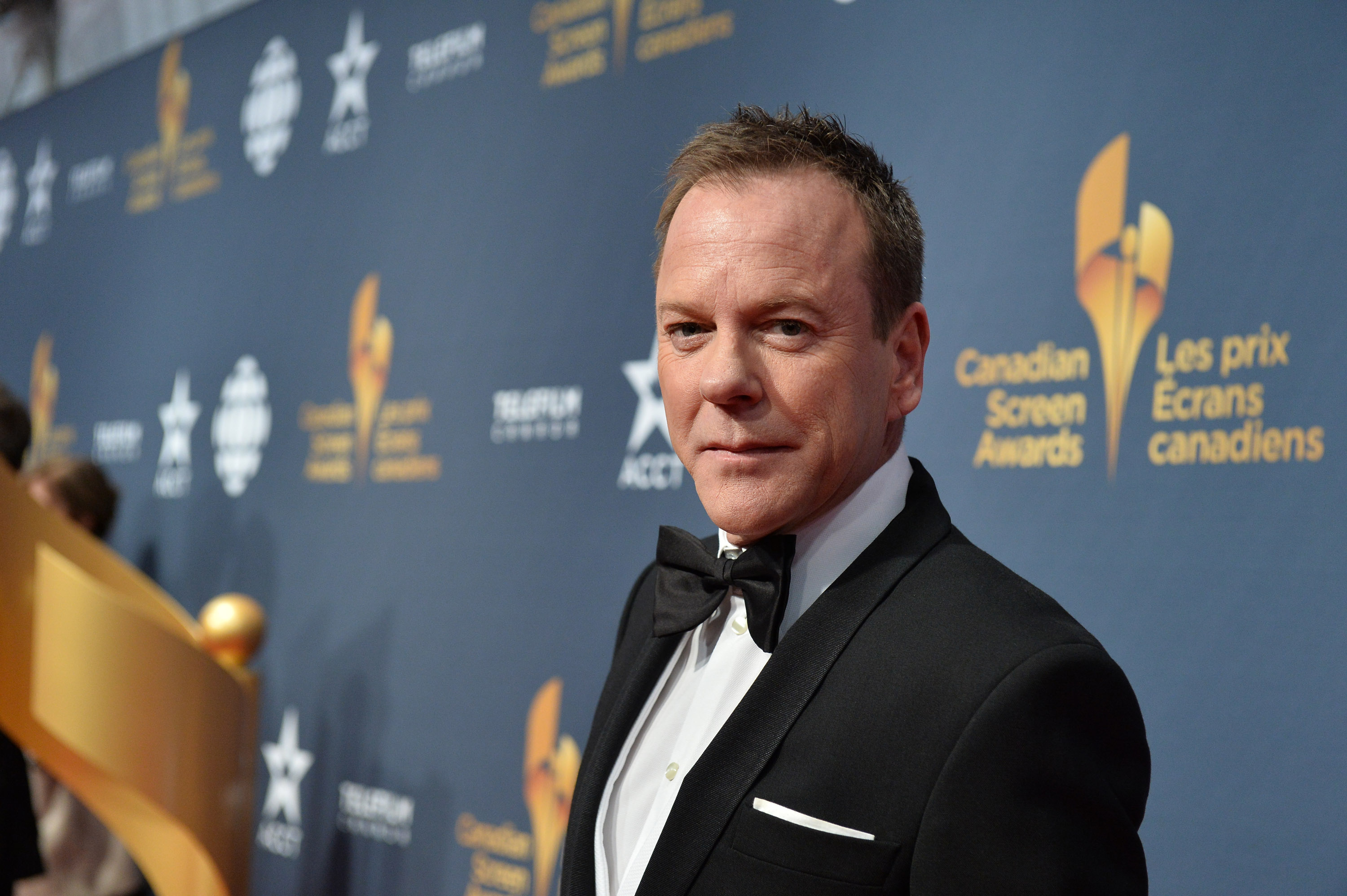 Kiefer Sutherland schools us all on dinner etiquette
