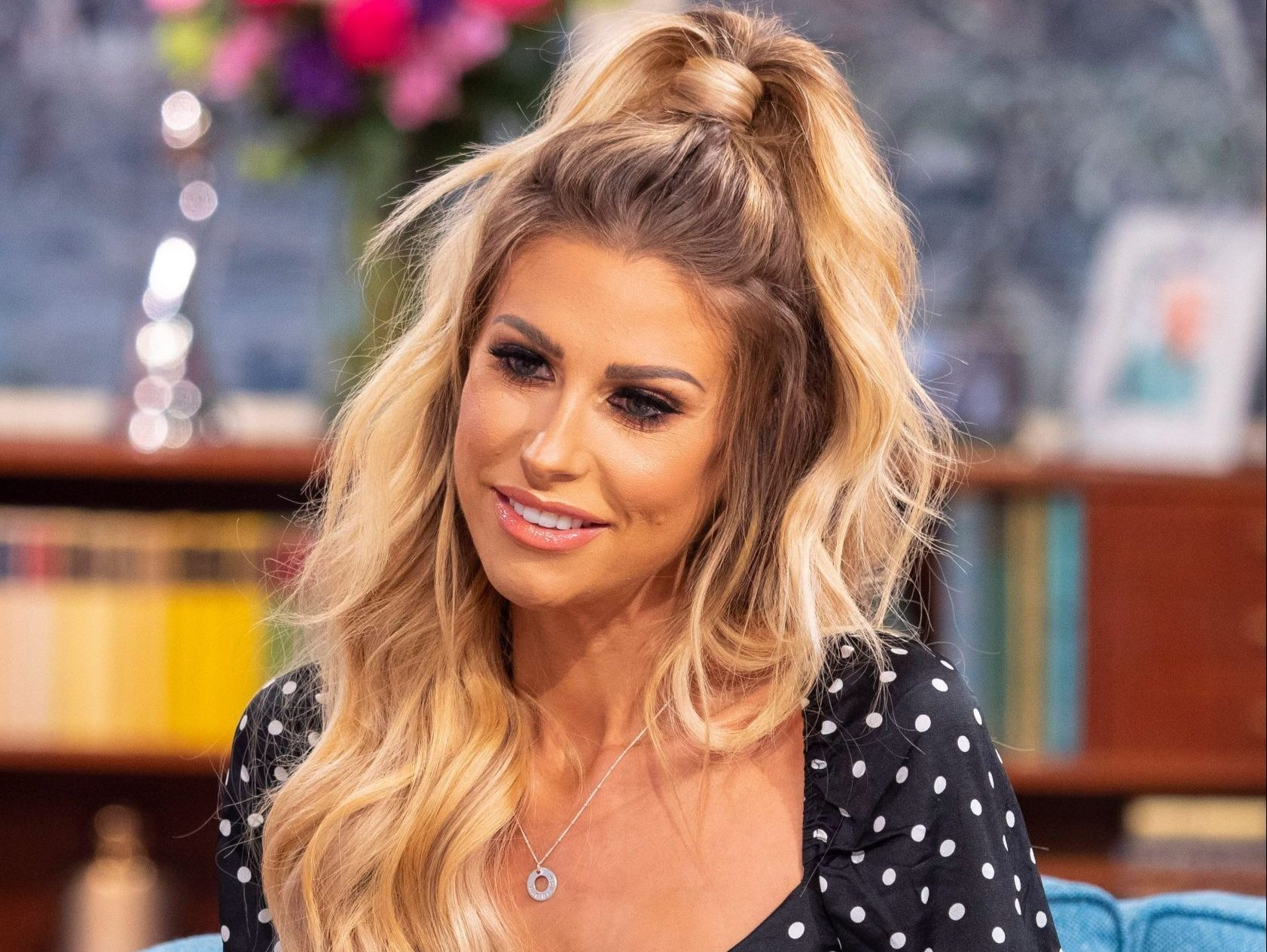 Cleaning boss Mrs Hinch has 'Love Island makeover' and comes out looking like reality star