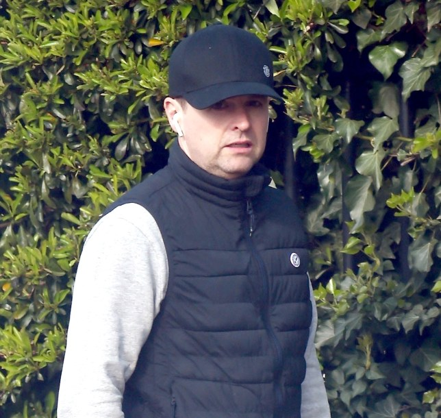 BGUK_1536348 - London, UNITED KINGDOM - English television presenter, producer and actor Declan Donnelly AKA Dec seen out and about walking his dog in London wearing black gilet and Nike shoes. Pictured: Declan Donnelly BACKGRID UK 3 APRIL 2019 BYLINE MUST READ: ZJ / BACKGRID UK: +44 208 344 2007 / uksales@backgrid.com USA: +1 310 798 9111 / usasales@backgrid.com *UK Clients - Pictures Containing Children Please Pixelate Face Prior To Publication*
