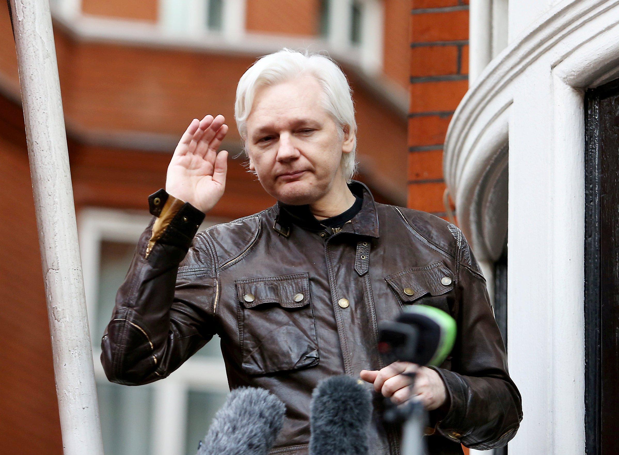 Julian Assange U0026 39 Smeared Poo Over Embassy Walls U0026 39 Says