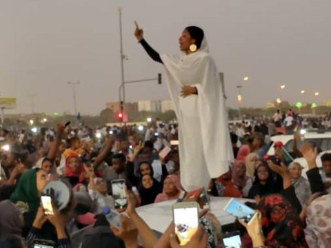 Woman becomes powerful symbol of anti-government protests in Sudan
